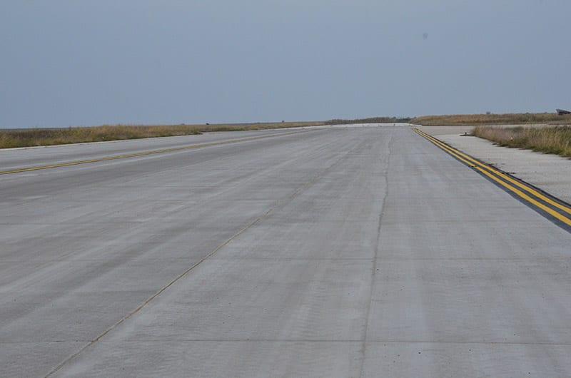 Start-en landingsbaan luchthaven
